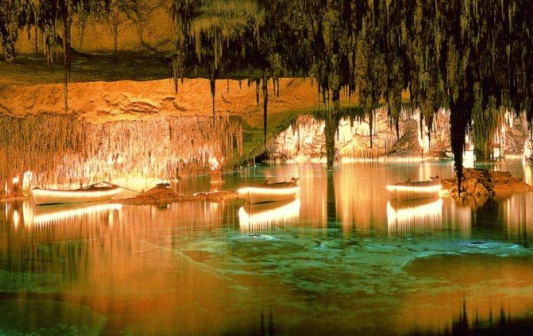 Post Thumbnail of Visitar las Cuevas del Drach