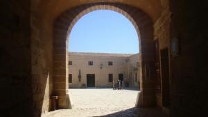 entrada al castillo de san carlos en palma de mallorca
